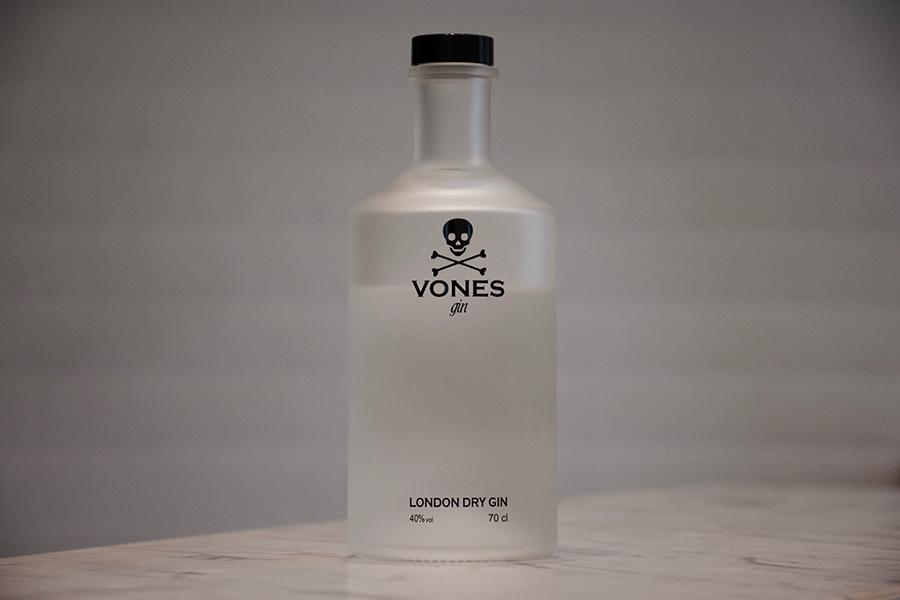 Botella de VONES Gin